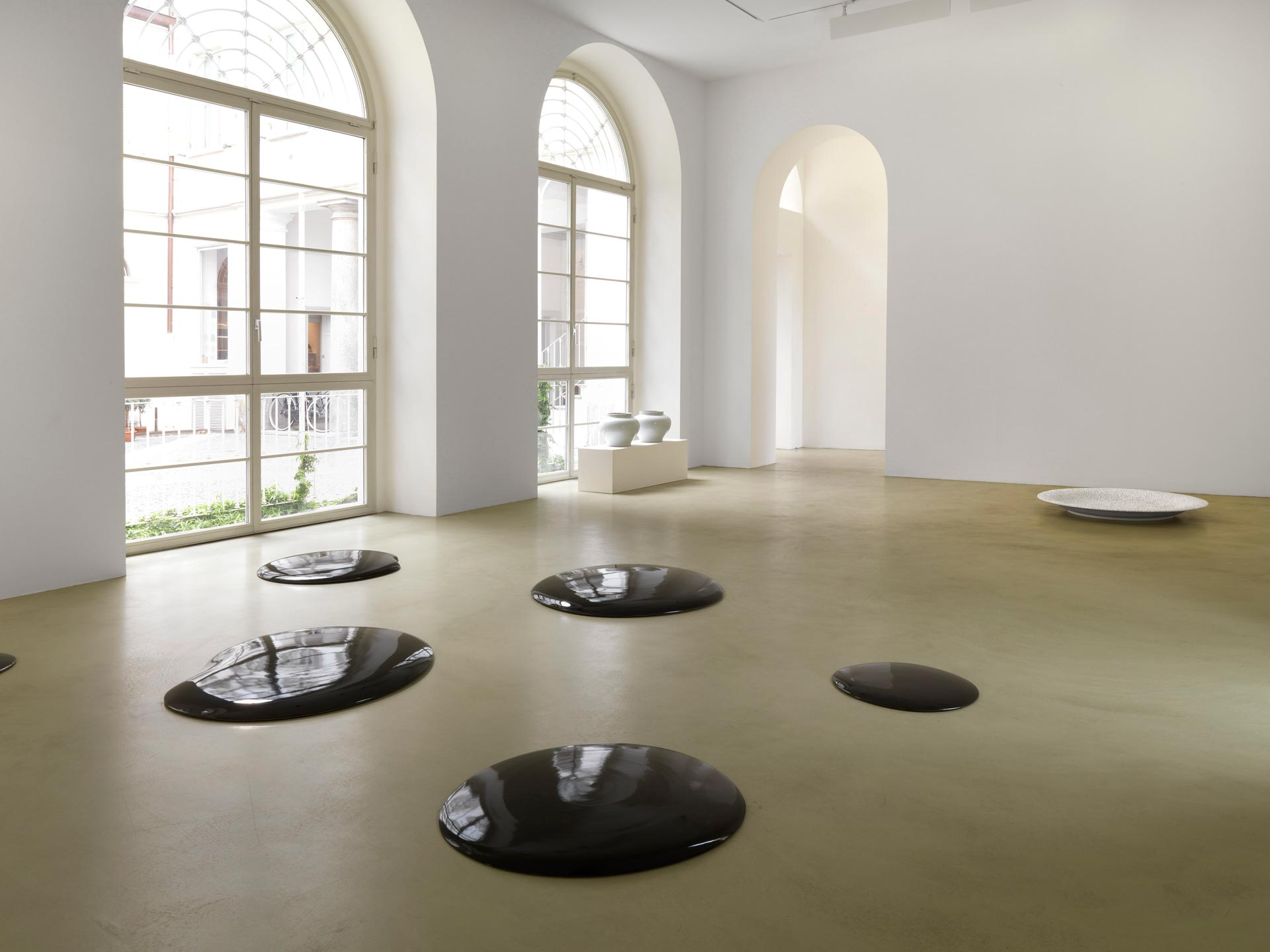 4-AI-WEIWEI-Oil-Spill-2006-porcelain.-Courtesy-the-artist-and-Lisson-Gallery_web